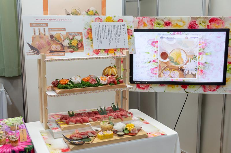 審査会場には自慢の料理がズラリと並び、特徴をアピールするためにディスプレイにもさまざまな工夫を凝らしている