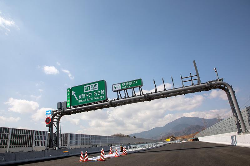 3月17日開通予定の新東名高速道路 厚木南IC~伊勢原JCT間(延長約4km)を報道公開した