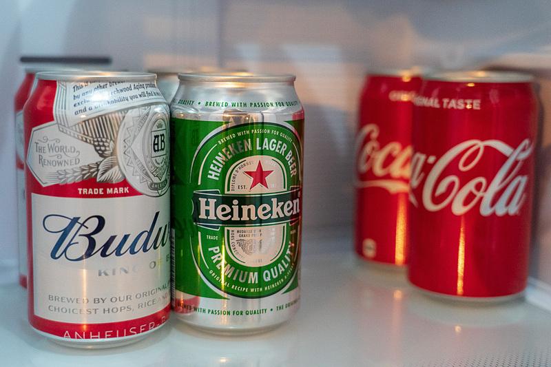 冷蔵庫の中のジュースや炭酸水、ビールは無料