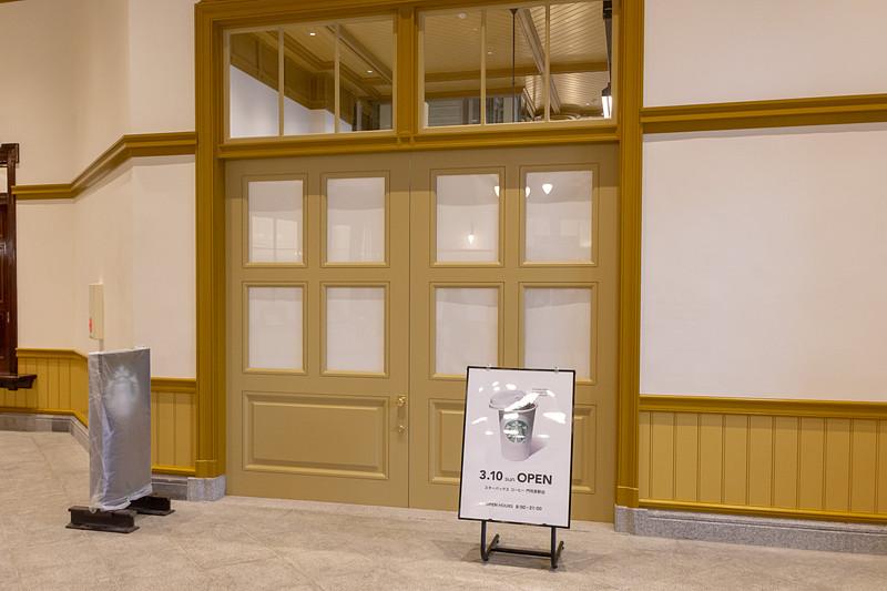 店舗はコンコースの横にあり、3月10日より営業を開始する