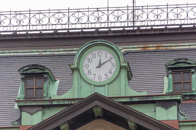 駅舎正面の大時計は3代目にあたる。建設された当初はなく、1918年(大正7年)に設置されたものであるが、長きにわたり親しまれてきたことから今回も残すことにしたそうだ