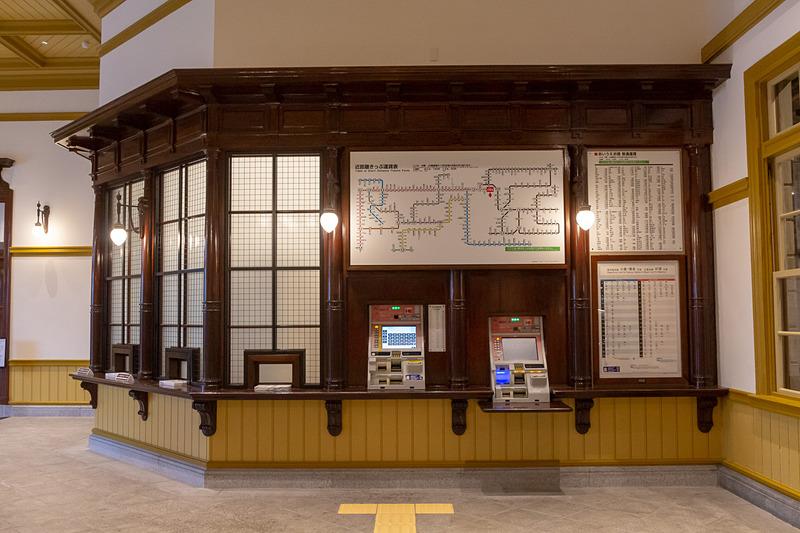 駅の1階のコンコースや切符売り場はすでに利用が開始されている