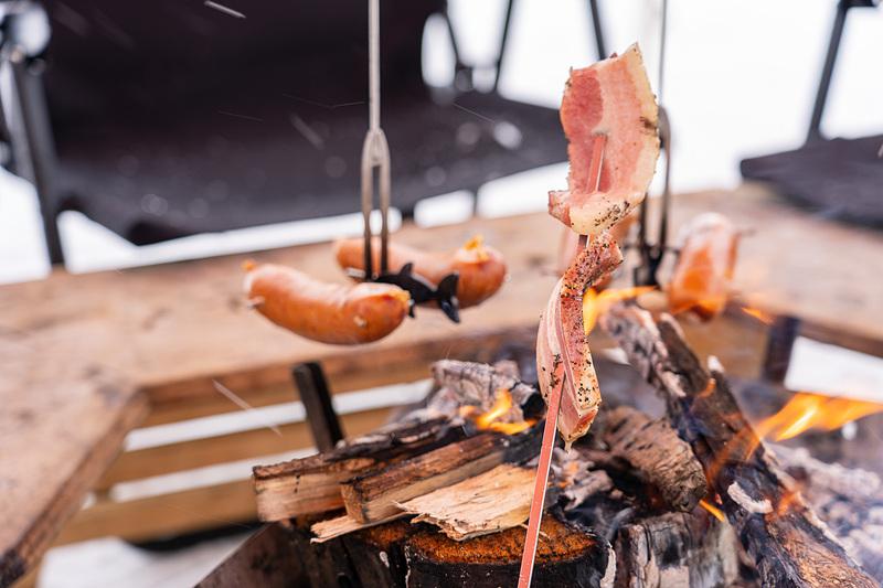 ベーコンやウインナー、マシュマロなどのお手軽BBQでお腹も満たせます