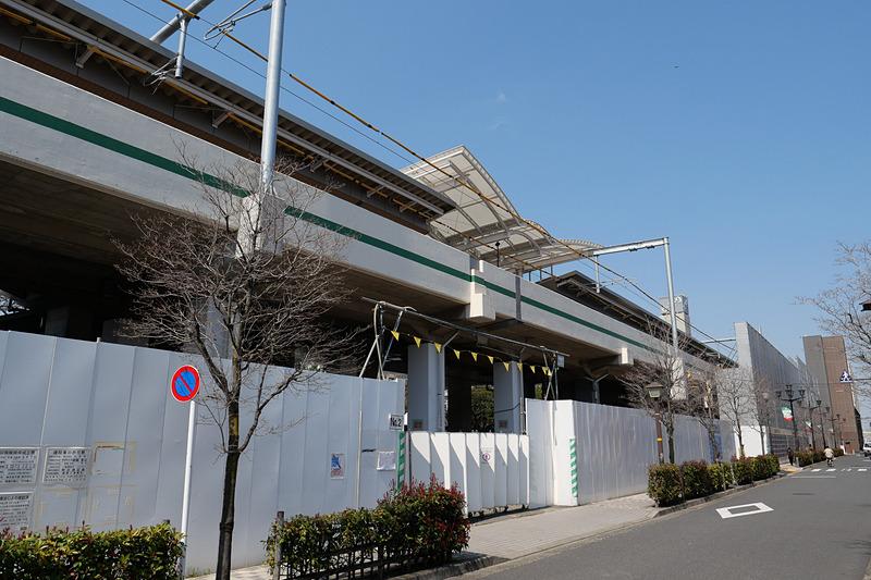 延伸された北綾瀬駅を高架下から見た様子