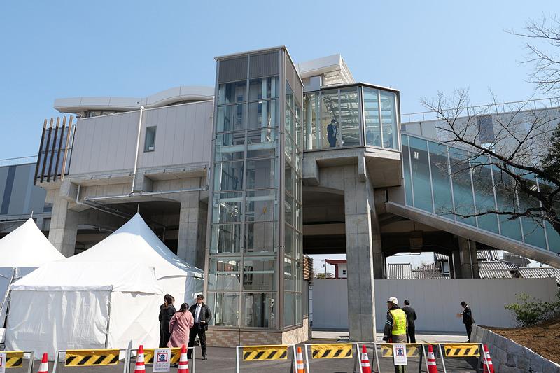北綾瀬駅に隣接するしょうぶ沼公園側に新出入口を新設