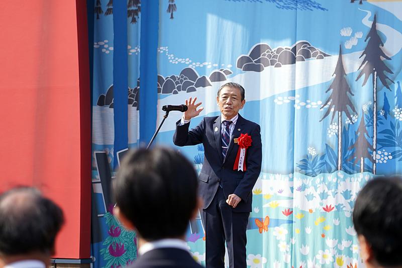 「今日晴れたのは私のおかげ!」と冒頭で述べて笑いを誘った飯能市長 大久保勝氏