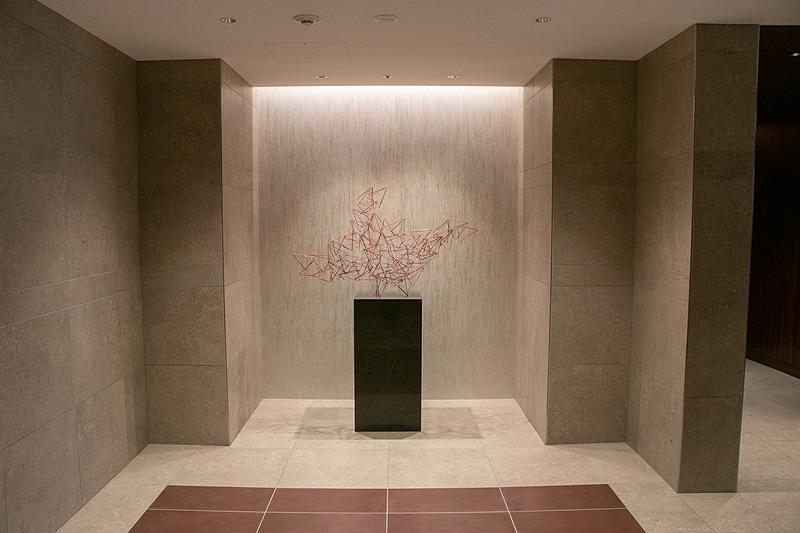 ダイヤモンド・プレミアラウンジの入口のアートワーク
