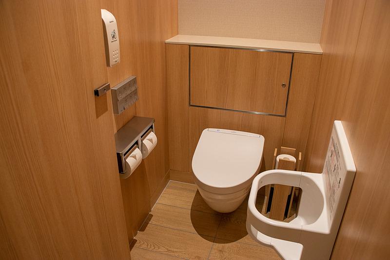 ダイヤモンド・プレミアラウンジとサクララウンジのトイレの仕様はほぼ同じ