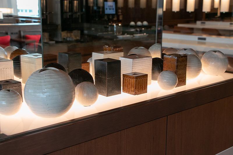 サクララウンジでも関西エリアの工芸品を展示