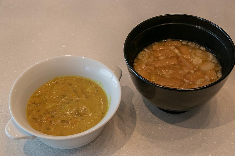 「カレーチャウダー」(左)と「お味噌汁」(右)