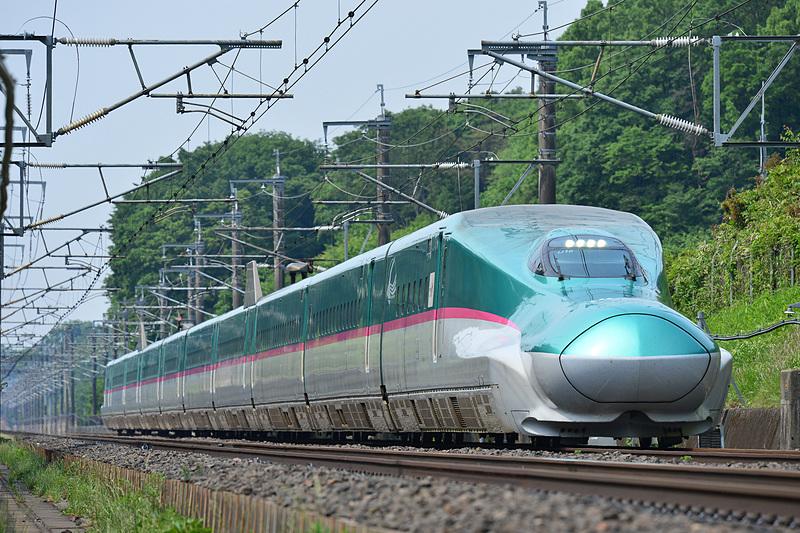 グランクラスは東北・北海道新幹線、北陸新幹線に加え、3月16日からは上越新幹線にも導入される。ただし、上越新幹線はアテンダント(客室乗務員)による軽食・ドリンクなどのサービスは付かない(写真提供:JR東日本)