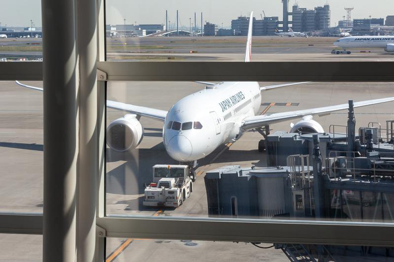 青空が広がる春の日差しの中、JL87便は136名の乗客を乗せて広州に向けて出発した