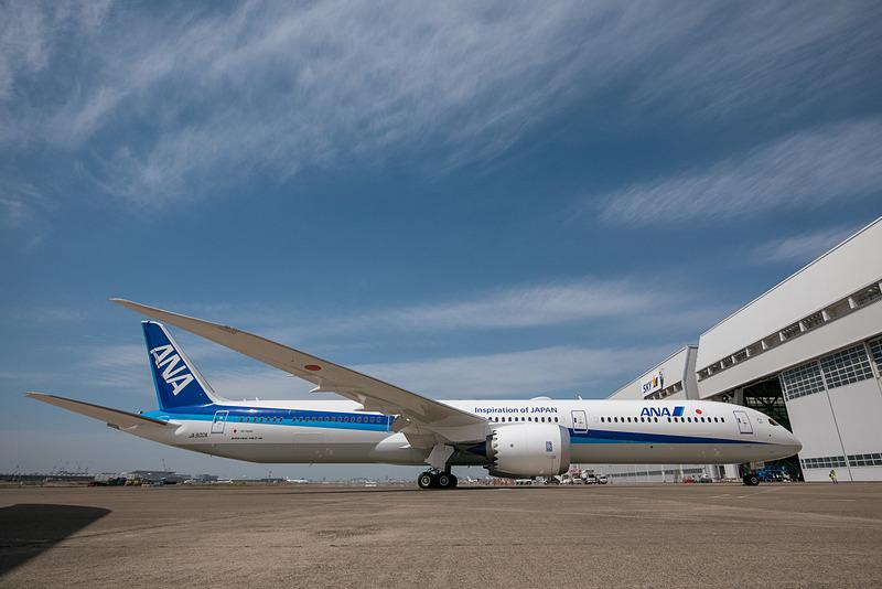 右側面から見たANAのボーイング 787-10型機
