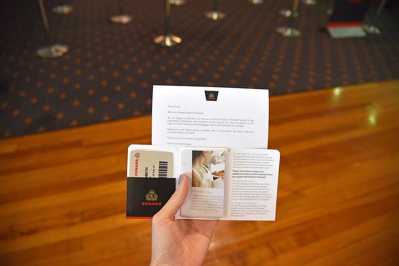 クルーズカードへのクレジットカード情報の登録が完了するとカードと地図などが手渡される