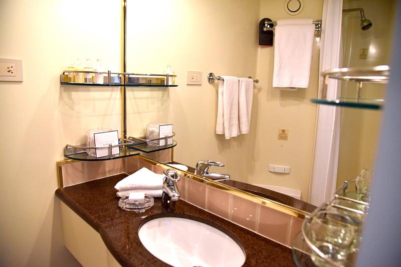 バスルームはコンパクトサイズ