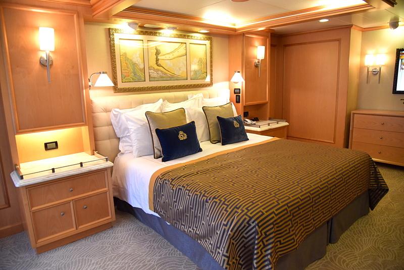 「クイーンズ・グリル」の「グランドスイート」のベッドルーム