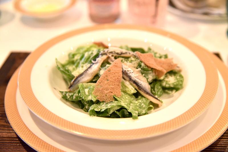 「シーザーサラダ」はイワシの塩漬けの酸っぱさがポイント