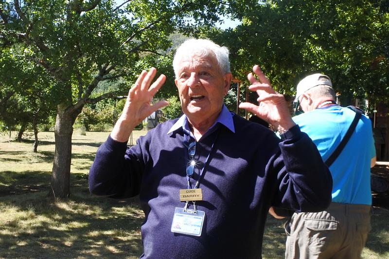地元ガイドのBarry氏がバーニー&タスマニア情報を教えてくれるので初心者も安心