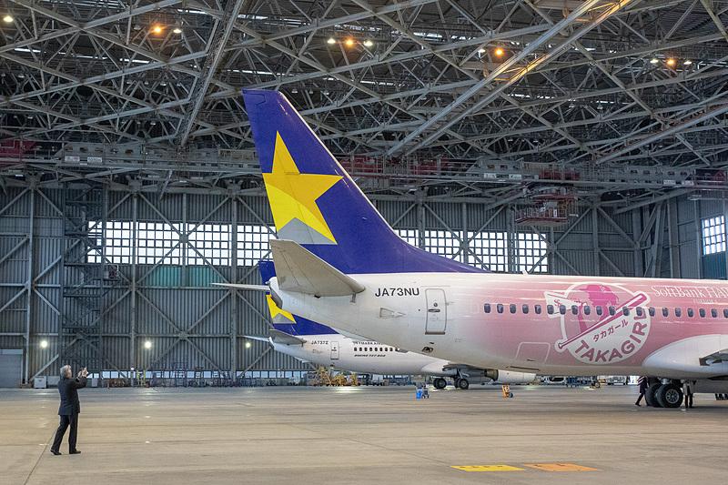 撮影終了後、佐山会長もスマートフォンで機体の撮影をしていた