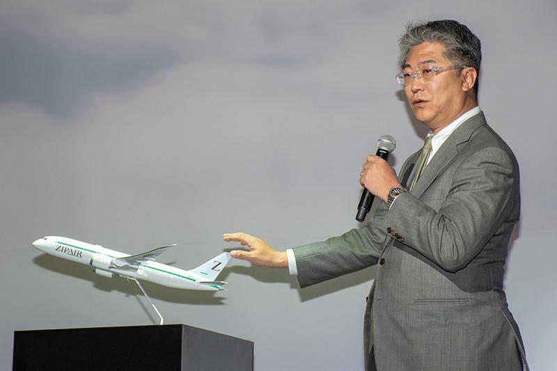 機体デザインを紹介する株式会社ZIPAIR Tokyo 代表取締役社長 西田真吾氏