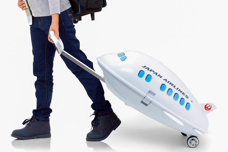 JAL(日本航空)のライセンス商品「JALキャリーケース(飛行機型)Ridaz(ライダース)」を発売した。