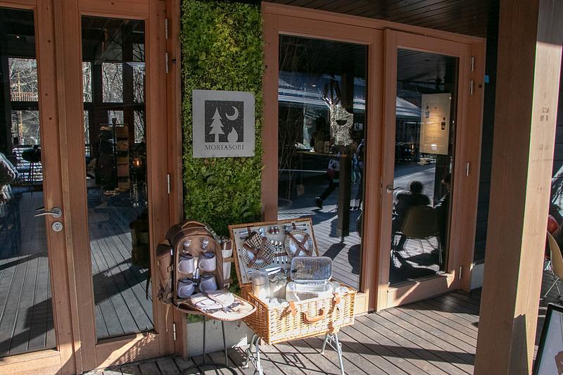 16の飲食店などが並ぶ「ハルニレテラス」