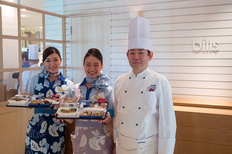 ANAとbillsがコラボレーションした機内食をお披露目。東京(羽田/成田)発~ハワイ・ホノルル行き便の機内で5月24日から提供する