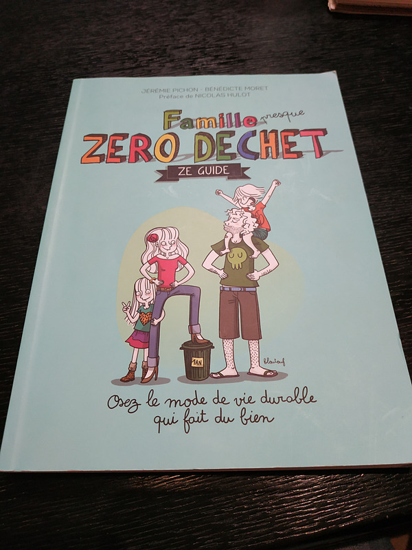 La Maison du Zéro Déchet一押しの一冊はこの「Famille zéro déchet(ゼロ・ウェイスト家族)」だそう。ゼロ・ウェイストに家族でどう取り組めばよいのか、イラスト付きで分かりやすく書いてあります