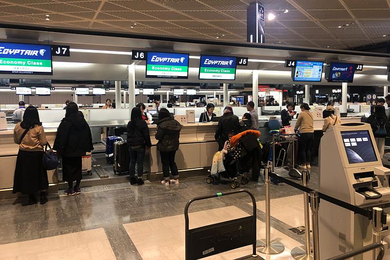 成田空港 第1ターミナルのチェックインカウンター