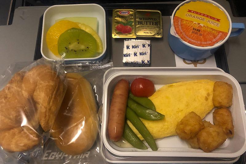 晩ご飯は意外にも?和食。朝ご飯までの間に軽食のサンドイッチも出てきた