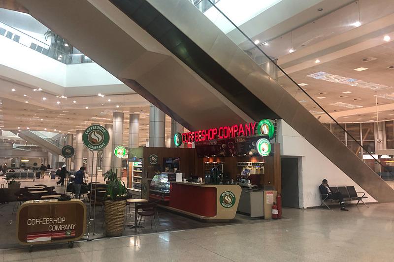 カイロ空港は深夜のせいか、閑散としていた