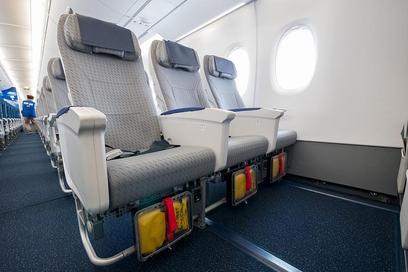 最前列の足元の広い座席