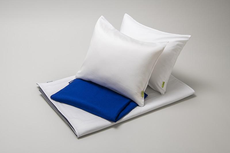 4列席をベッドスタイルにした状態。寝具はファーストクラスのシーツマットと、ビジネスクラスの枕2個、エコノミークラスのブランケットを利用する