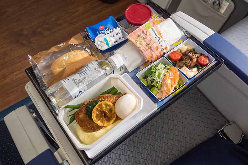 5月24日~8月31日に日本発便エコノミークラスで提供するbillsとのコラボメニュー