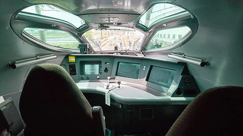 E956(ALFA-X)の1号車の運転台