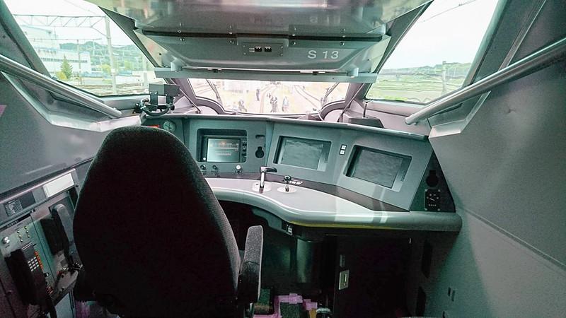 E956(ALFA-X)の10号車の運転台