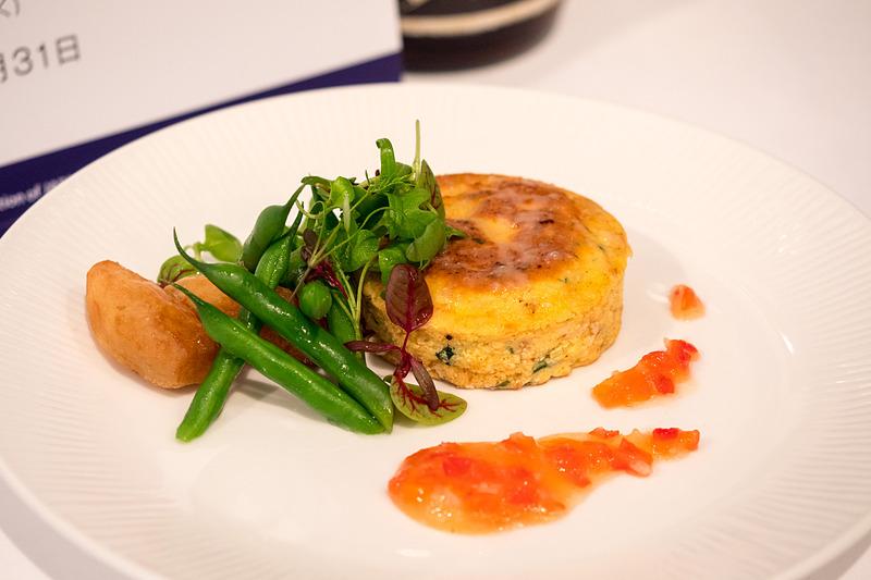 長野県産鶏卵を使用した彩り野菜とカッテージチーズのフリッタータドライトマトソース