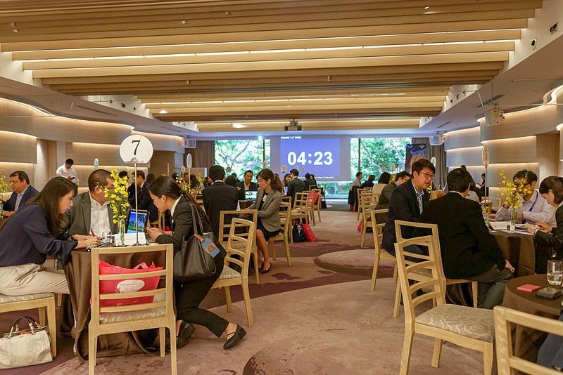 日本の旅行業者とタイの事業者による商談。両国合わせて36社が集まった