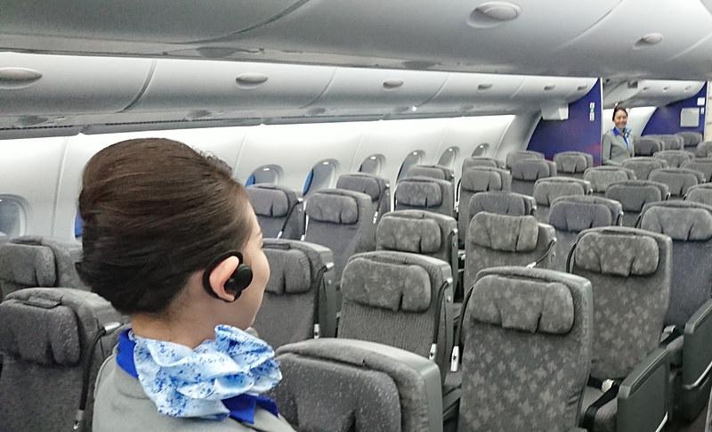 ANAはホノルル線のエアバス A380型機にヒアラブル端末「BONX Grip」を導入する