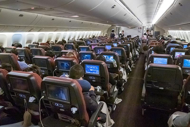 JALが東京~ロサンゼルス線の就航60周年を記念して両空港で開いたセレモニー対象便「60周年記念フライト」に搭乗した