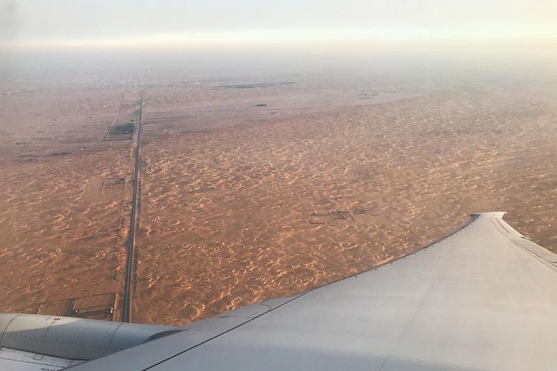 着陸直前は人生で初めて見る砂漠が眼下に