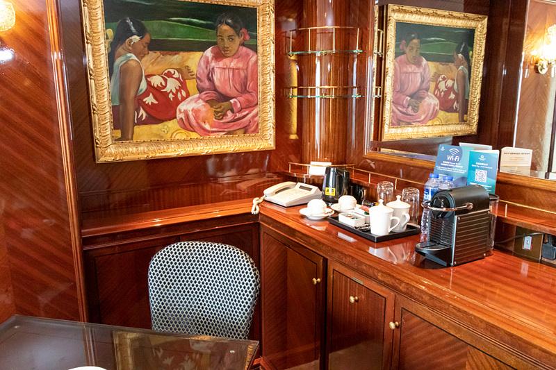 見学した部屋は南国情緒あふれる内装が印象的。最後尾から見えるダイナミックな景色を堪能できる