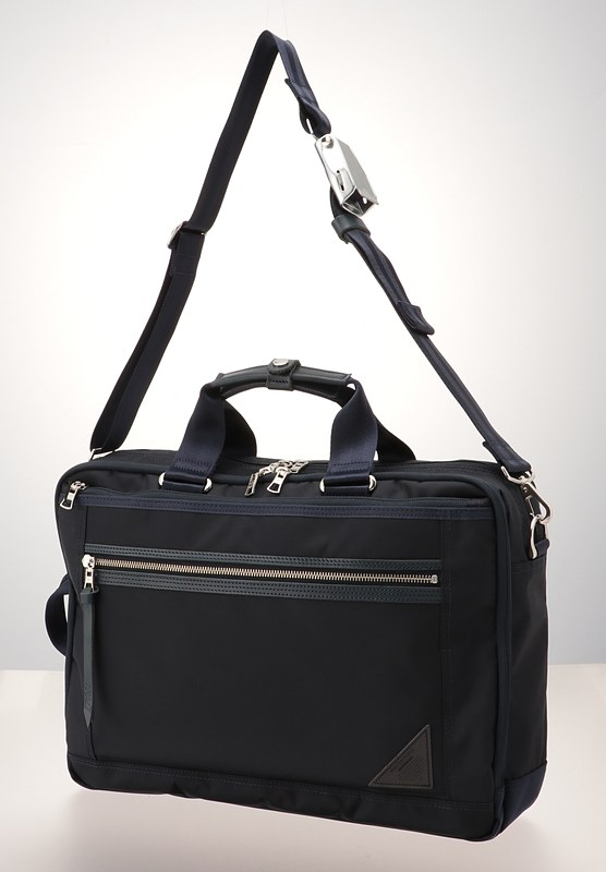 「3WAYブリーフバッグ」。490×290×100mm、1100g、3万4560円