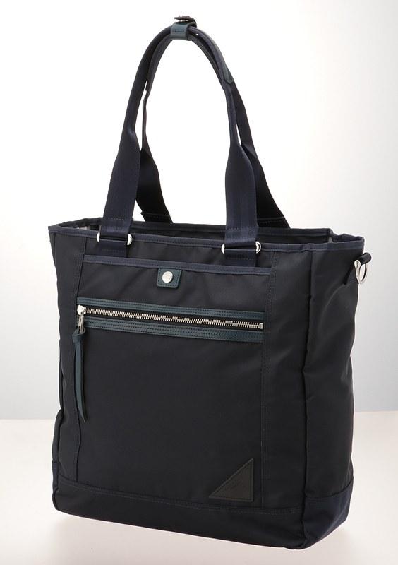 「トートバッグ」。350×360×130mm、900g、2万7000円