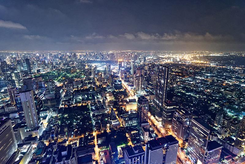 最上階から眺める夜景は息を呑むような絶景