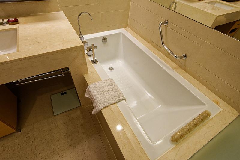 バスルーム。湯船もある