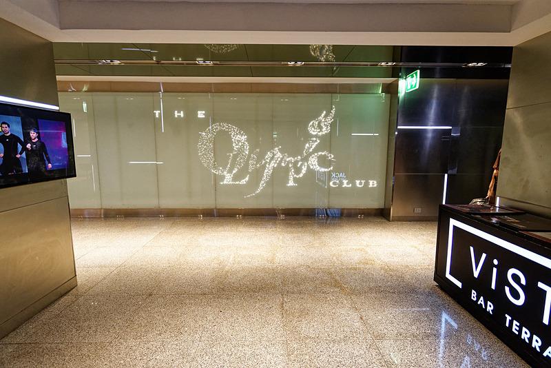 フィットネスセンターの入口