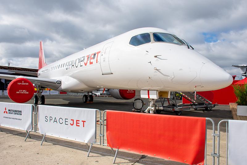 三菱航空機は「SpaceJet M90」を新塗装でパリ航空ショー 2019の会場に展示している