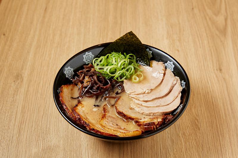 とんこつらーめん 俺式 純「霧島山麓豚のチャーシュー麺」(写真提供:東京ステーション開発)