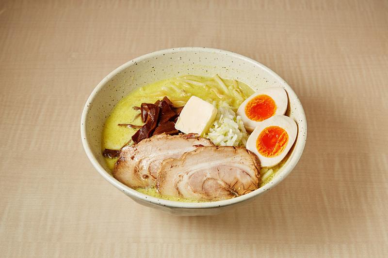 つじ田 味噌の章「味噌カレー牛乳ラーメン」(写真提供:東京ステーション開発)